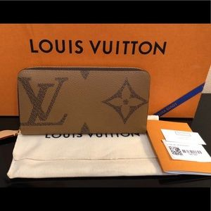 Louis Vuitton Giant Monogram Reverse Zippy